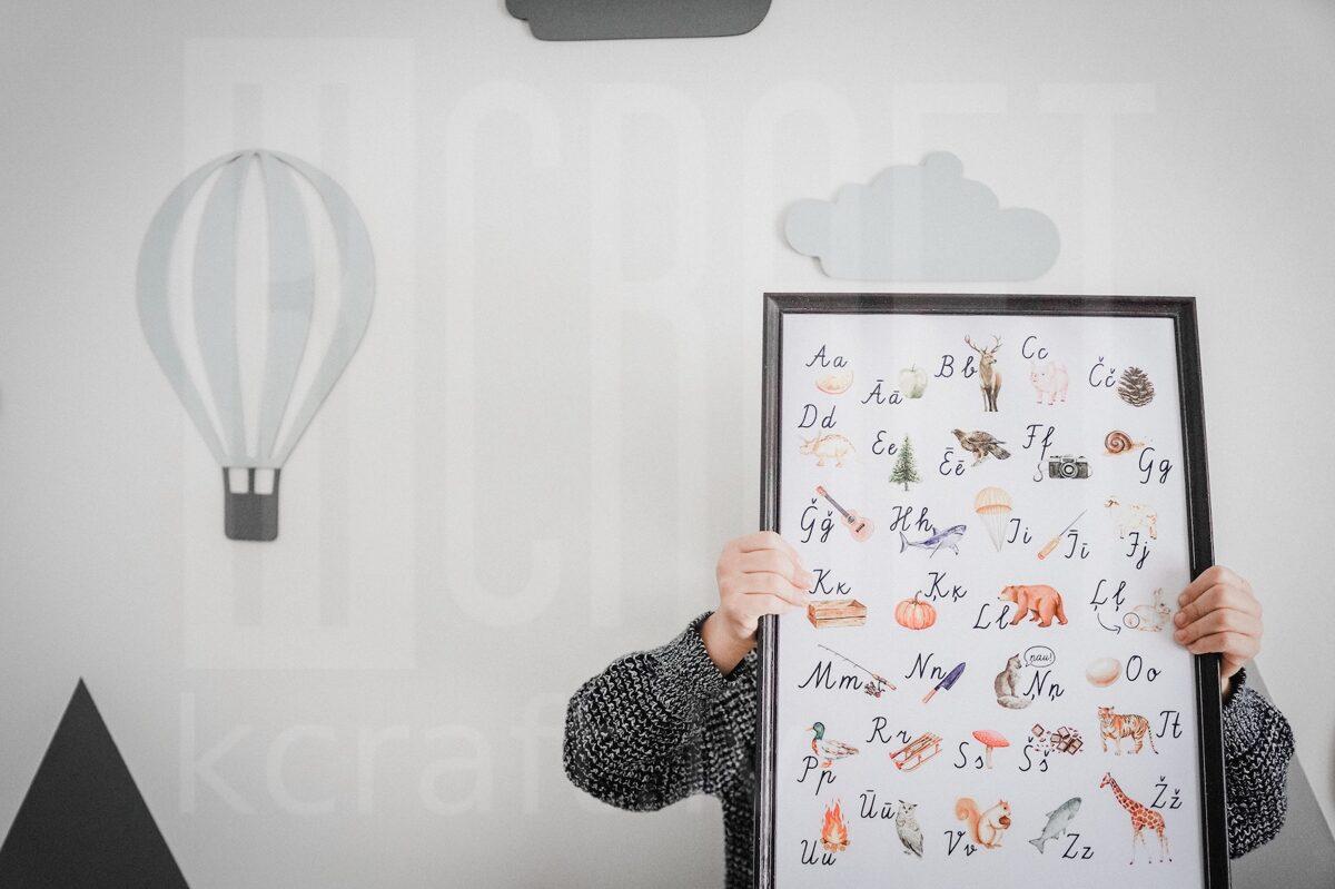 Rakstīto burtu alfabēts ar ilustrācijām.