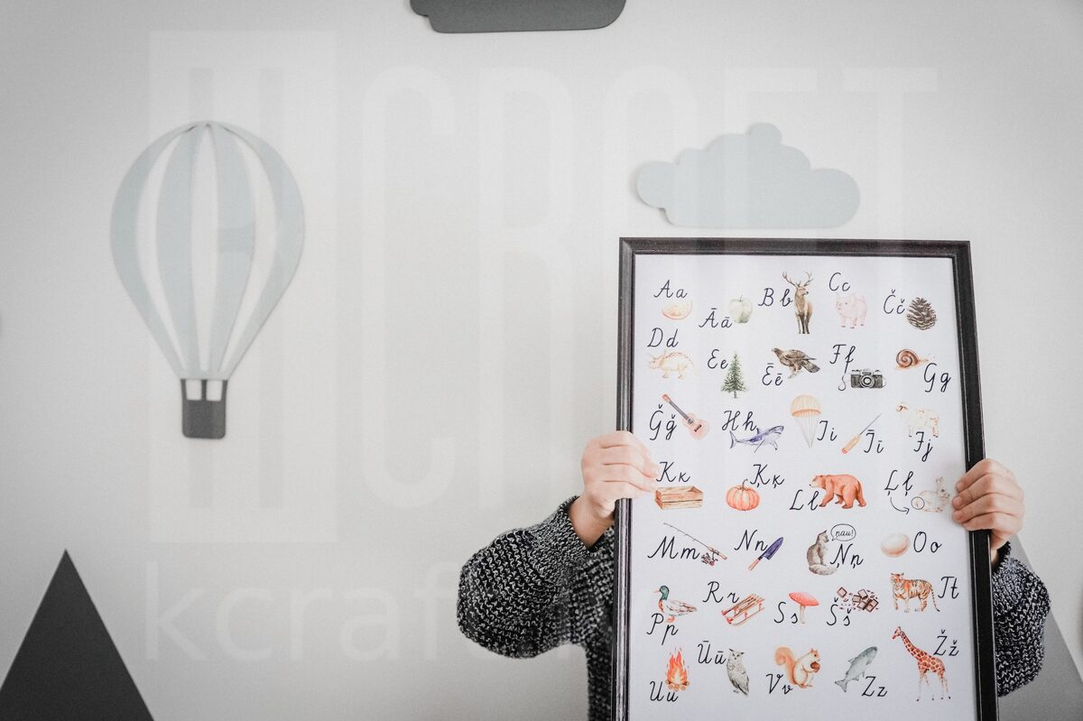 Rakstīto burtu alfabēts ar ilustrācijām