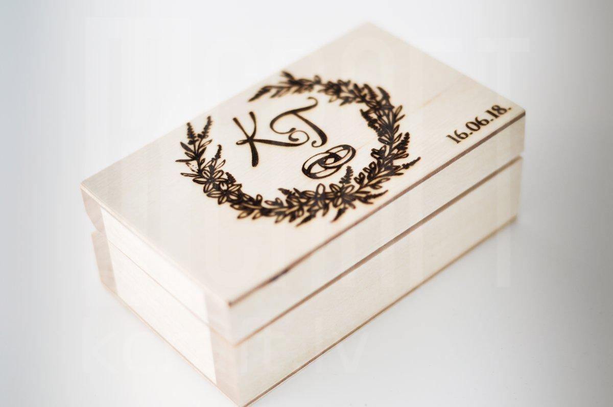Koka gredzenu kastīte