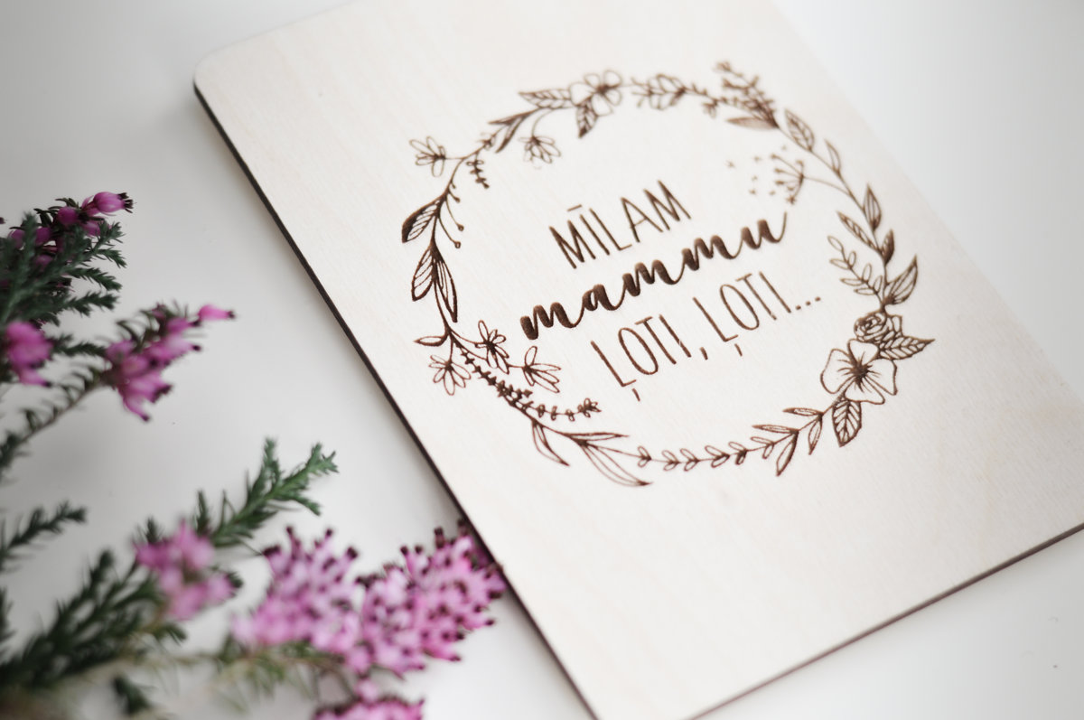 """Koka apsveikuma kartiņa """"Mīlam mammu ļoti, loti..."""""""
